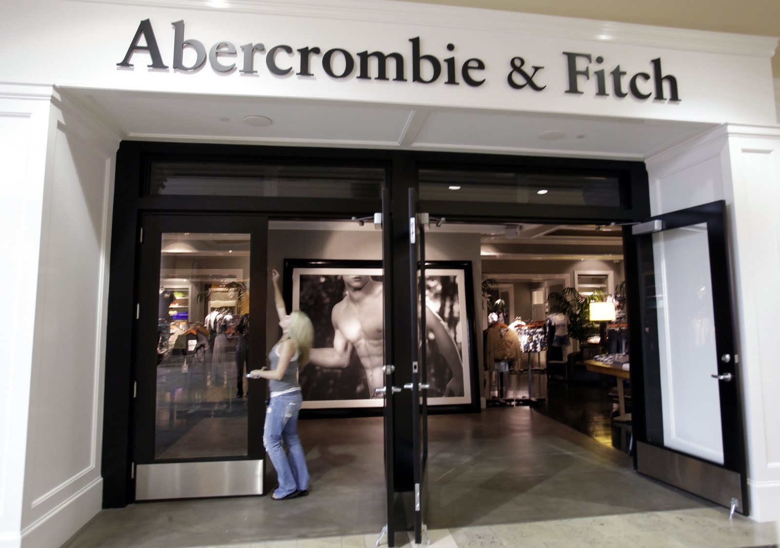 Abercrombie & Fitch Co.'s (ANF) Hold Rating Reaffirmed at Stifel Nicolaus