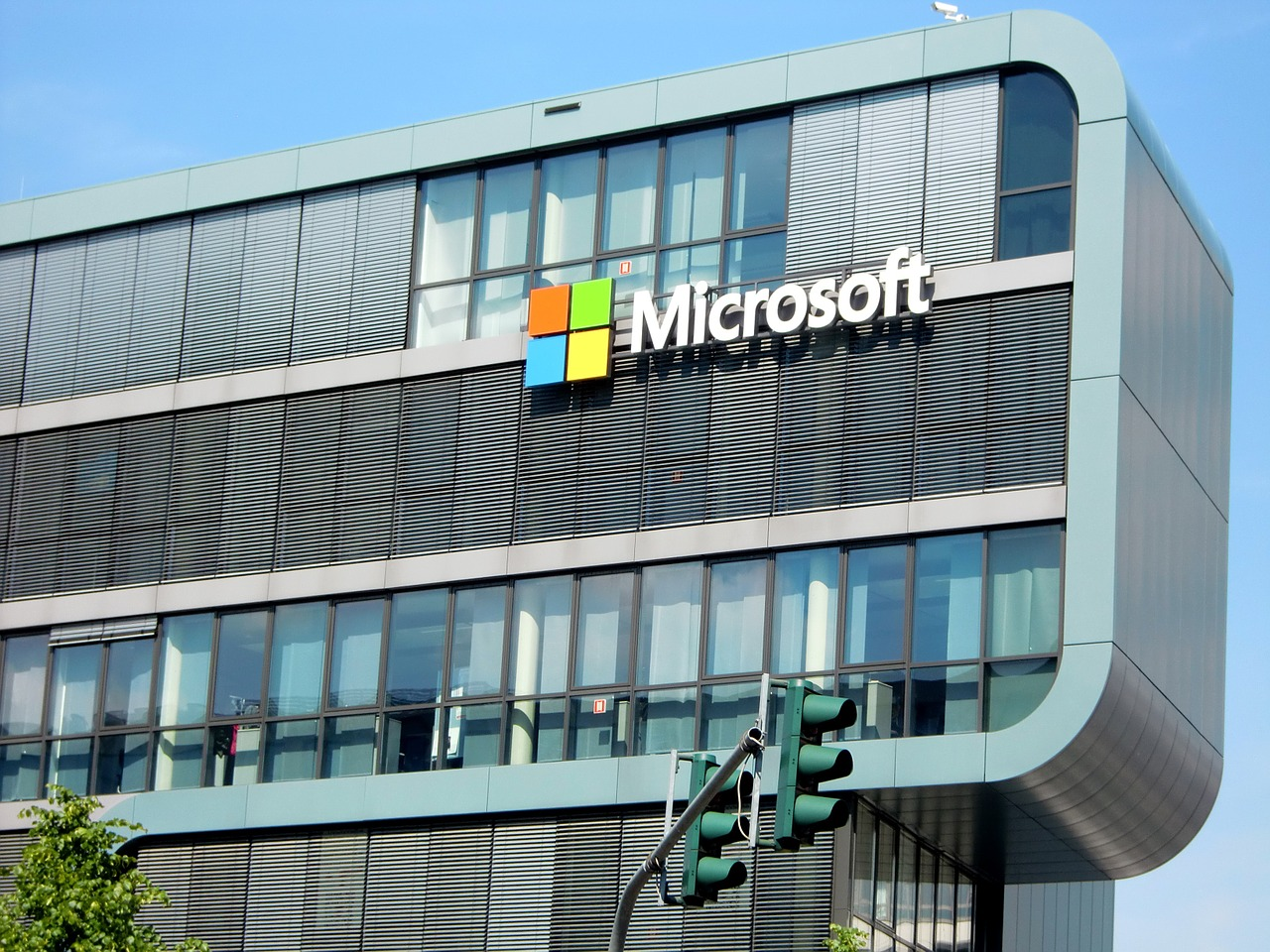 Microsoft Corporation (MSFT) Receives Average Rating of